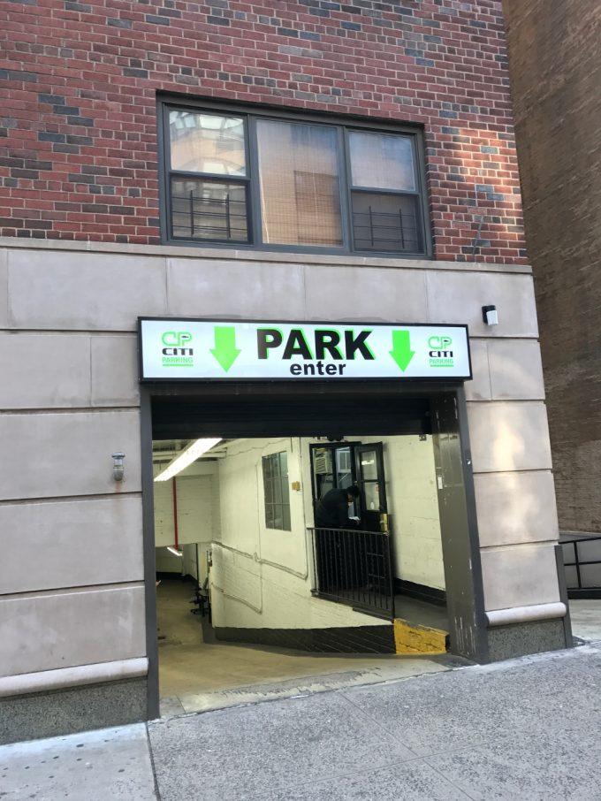 176 East 77th Street (between 3rd & Lexington Avenue)
